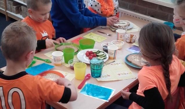 Het gevarieerde Koningsontbijt was in lijn met de richtlijnen van de Schijf van Vijf van het Voedingscentrum en sloot aan op het thema van dit jaar: 'water drinken'. Foto: PR.