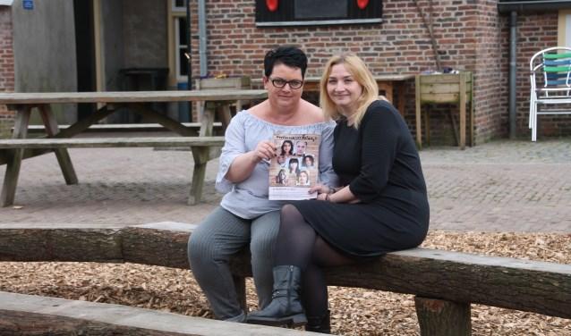 Natascha Hengeveld en Esmeralda Bouwhuis (rechts) zijn de organisatoren van de SamenWij-bijeenkomsten. Foto: Lydia ter Welle