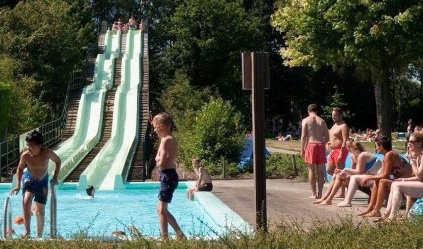 Als de voorverkoop van de abonnementen een voorteken is van de verloop van de rest van het komend zwemseizoen dan kan het personeel van zwembad De Meene 'de borst nat maken'. Foto: PR.