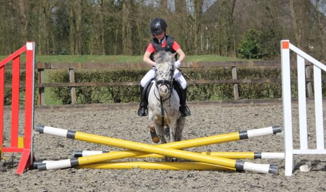 Julie Klein Egelink met pony Ceasar. Foto: Ilona Hendriks