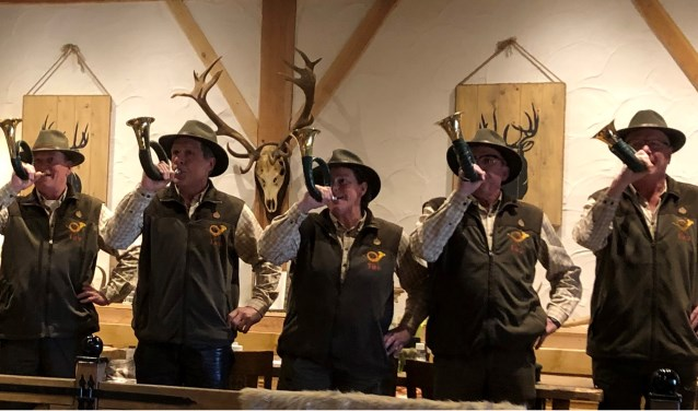 Zondagmorgen werd de Reewildshow geopend door de jachthoornblazers 'Tiro'. Foto: PR.