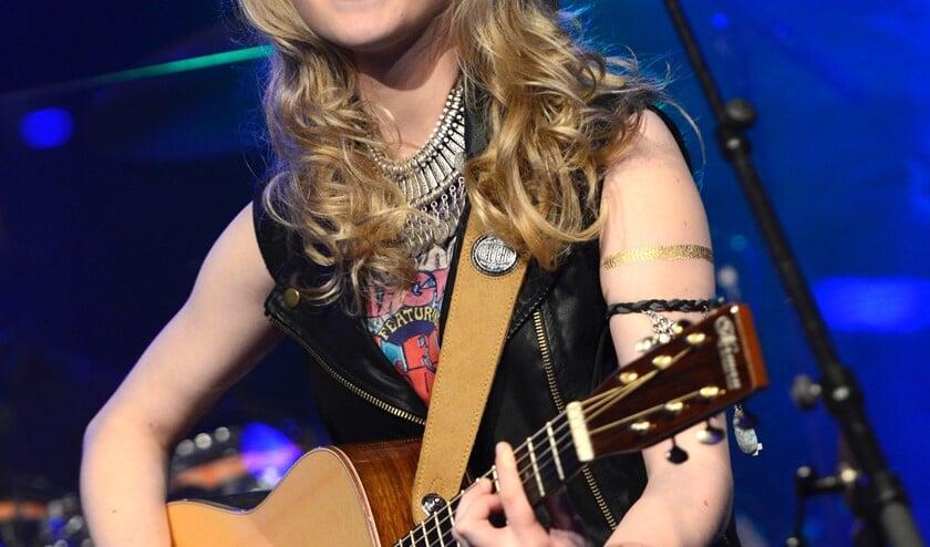 Laura van Kaam speelt ook eigen nummers tijdens de Passion Achterhoek. Foto: Patrick van Emst