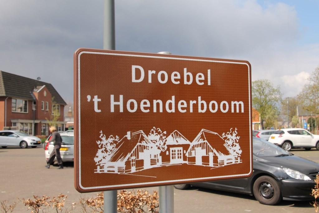 Speciale borden markeren de Droebelroute. Foto: Kyra Broshuis  © Achterhoek Nieuws b.v.