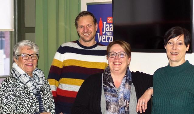 De vrijwilligers van het Vriendencafé met Figulus-medewerker Michiel Stronks. Foto: Alex en Janneke van de Galiën