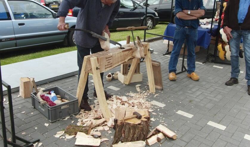 Klompen maken: ook houtbewerking. Foto: PR