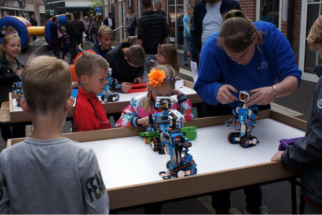Royaal spelen verzorgt een workshop, waarbij kinderen met robots kunnen werken. Foto: PR  © Achterhoek Nieuws b.v.