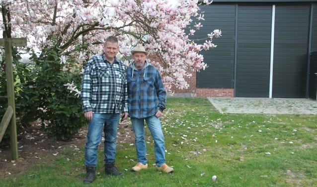 Erik Prange en Gerard te Hennepe (rechts) bewerkten 'het verhaal van Geert Vreeman'  tot het openluchtspel.