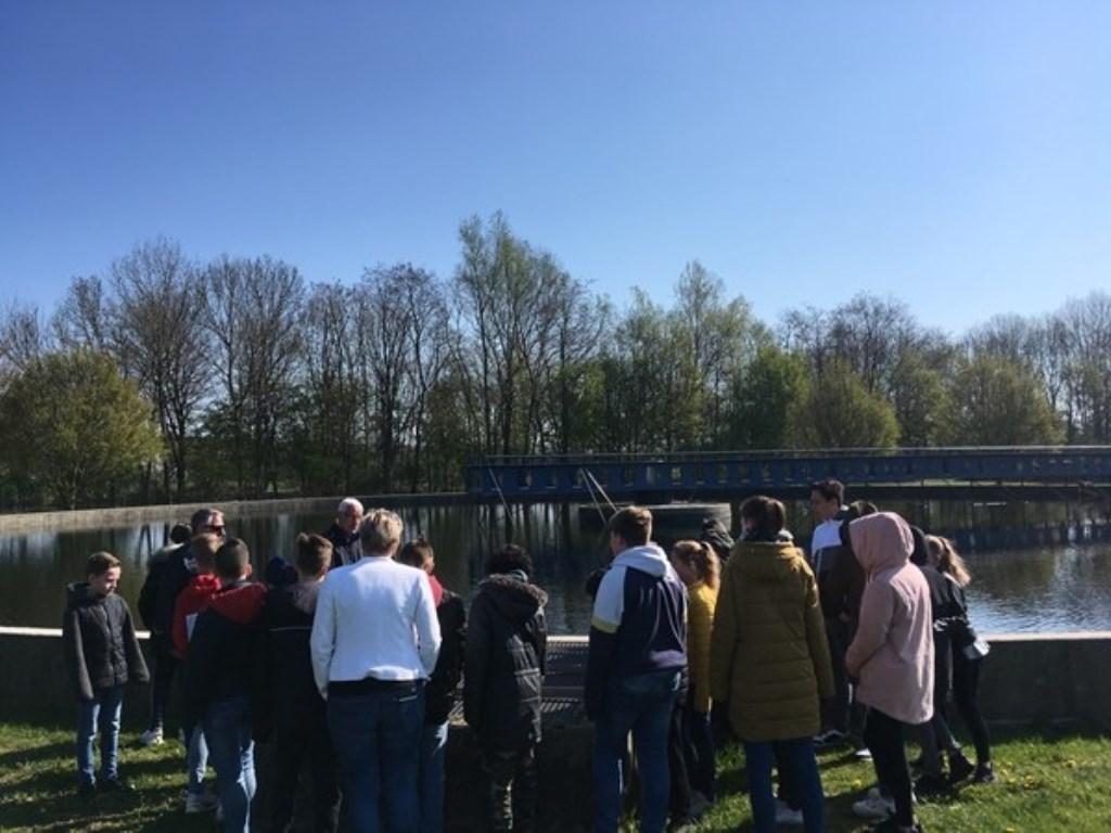 Kijken bij de waterzuivering. Foto: PR  © Achterhoek Nieuws b.v.