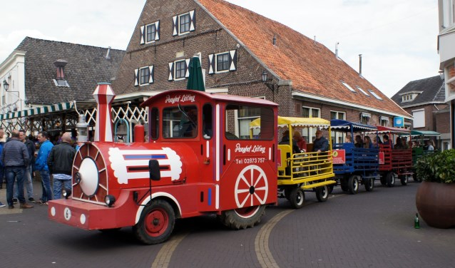 Het treintje rijdt ook weer rond voor een vrolijk ritje door het dorp. Foto: PR