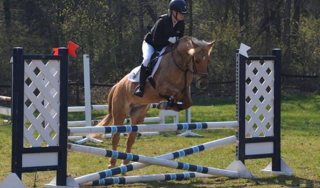Pascalle Groeneveld van RV en PC De Graafschap met haar pony Finn. Foto: PR.
