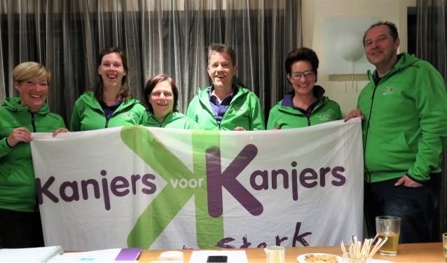 Leden van het bestuur en de projectcommissie van Kanjers voor Kanjers bijeen ter voorbereiding van het 10-jarig jubileum. Foto: Theo Huijskes