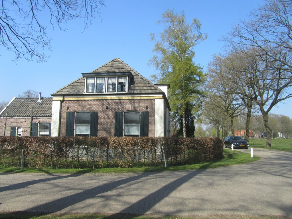 Het meestershuis tegenover het bankje. Foto: Bernhard Harfsterkamp  © Achterhoek Nieuws b.v.