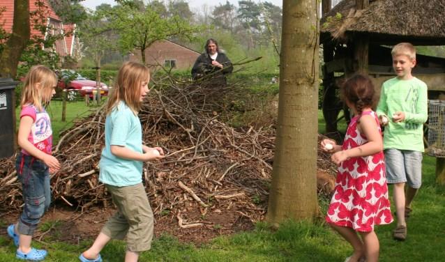 Eieren zoeken op De Lebbenbrugge. Foto: Ben Tragter