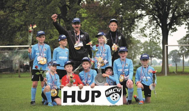 De kampioenen van de zesde klasse 06: HMC '17 JO11-2! Foto: Nancy Hahné