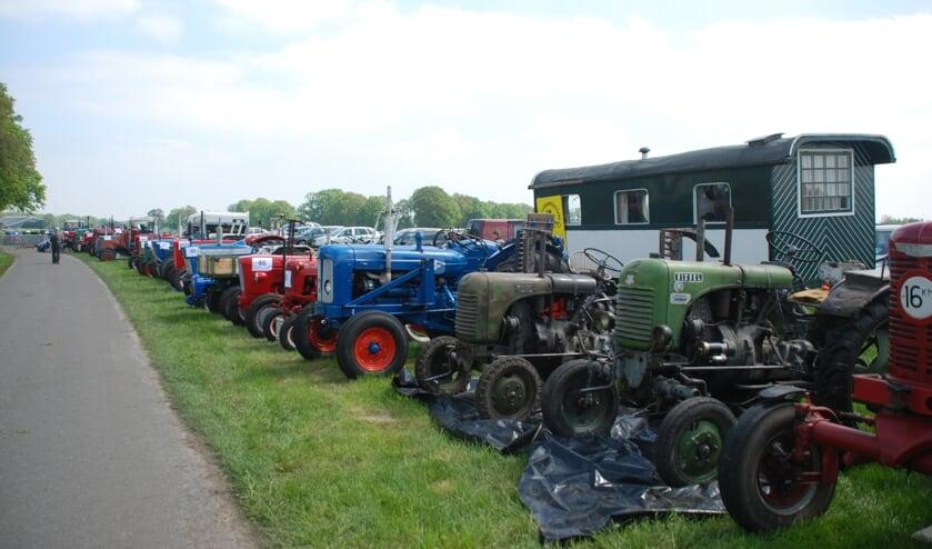 Bij terugkomst kan men met de tractoren een defilé rijden op het hoofdterrein en ze daarna opstellenvoor bezichtiging. Foto: PR