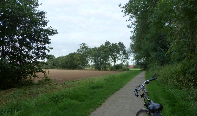 Mooie wegen en paadjes voeren de fietsers over een route van circa 32 km vanuit De Heurne. Foto: B. Bruggink