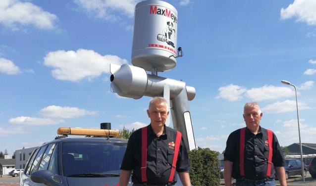 Wim (r) en Bert Markerink, 40 jaar autoschadereparateurs. Foto: Rob Weeber