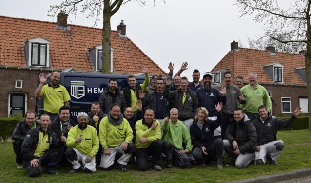 Het bouwteam dat de verduurzamingswerkzaamheden uitvoert. Foto: PR Plavei