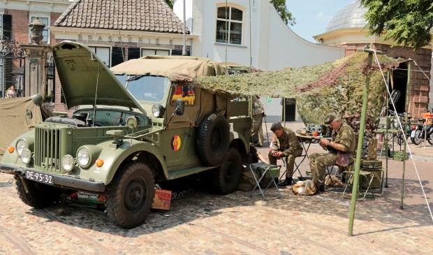Er staan verschillende militaire voertuigen en er komt een re-enactment groep. Foto: Achterhoekfoto.nl/Marja Sangers-Bijl