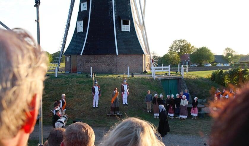 Scène uit 'Alleen de wind weet' waarin de Freule van Dorth wordt berecht. Foto: Annekée Cuppers