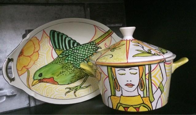 Door Annie Elissen beschilderd porselein in Art Deco stijl. Foto: Annie Elissen