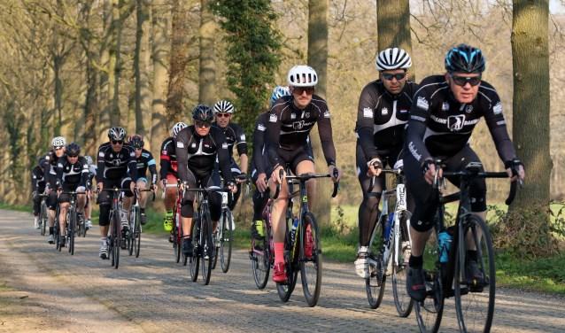 Voor de wielrenners zijn er routes van 95en 120 kilometer richting de Duitse grens. Foto: Jeroen Vroegindeweij