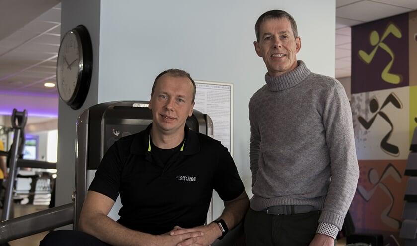 Any Time Fitness Neede eigenaar John Kolthoff (rechts) en clubmanager/personal trainer Martijn Lievestro