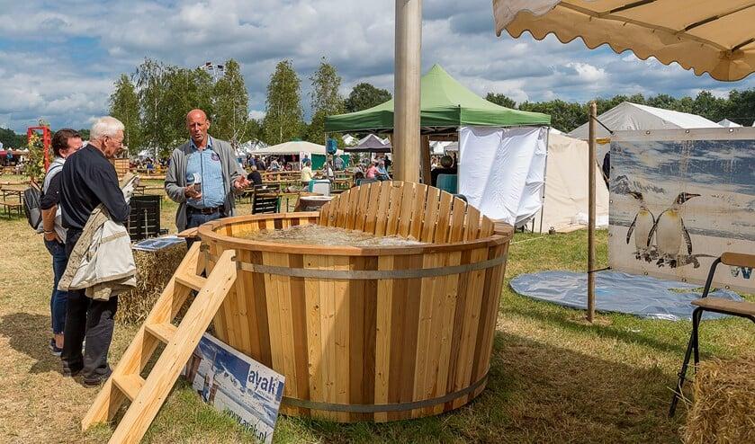 Ook hottubs zijn te zien op de fair.Foto: Henk van Raaij