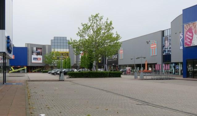 De meubelboulevard gaat als proef een jaar lang iedere zondag open. Foto: Bert Vinkenborg