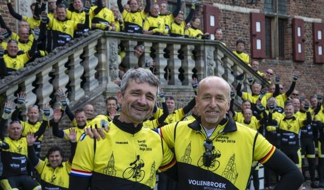 Dr. Roland Kuiper en Dr. Frank van Leeuwen, beiden werkzaam in het Prinses Maximaziekenhuis, fietsen de tocht zelf ook mee. Foto: Robin Sommers