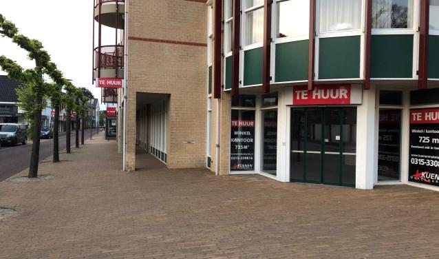 Een winkelpand in Varsseveld dat al jaren leegstaat. Foto: Miriam Szalata