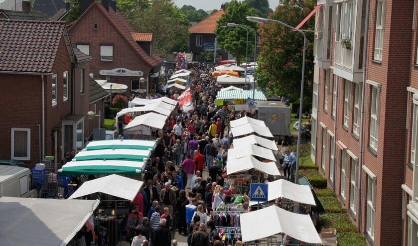 Drukte op de Heelweg tijdens de Grensmarkt. Foto: PR