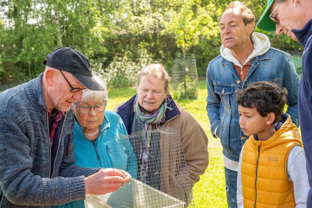 Bezoekers krijgen uitleg over flora en fauna in de Zumpe. Foto: Burry van den Brink  © Achterhoek Nieuws b.v.