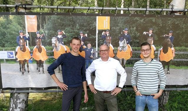 Organisatoren Wouter Hermelink, Hans Rosenbrand en Lars Temmink voor de foto van het kampioensteam 2018. Foto: Rob Weeber