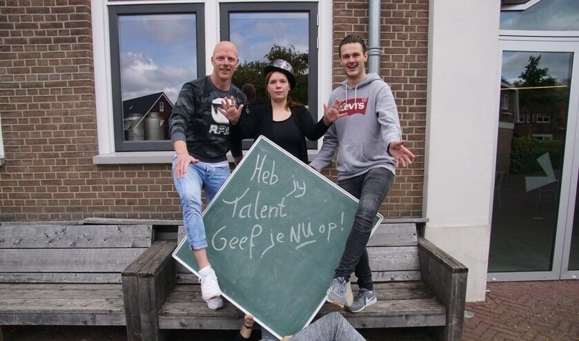De organisatoren van Dinxper's got talent, net zo verrassend vastgelegd op de foto als het programma belooft te worden. Foto: Frank Vinkenvleugel