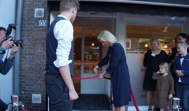 Burgemeester Vermeulen ging graag in op de uitnodiging om de nieuwe plek te openen. Foto: PR