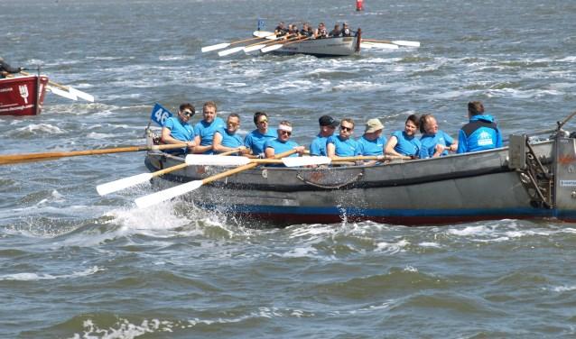 Het team van Pentair deed op 31 mei mee met de jaarlijkse sloeproeirace van Harlingen naar Terschelling en behaalde de 85e plek. Foto: PR Pentair