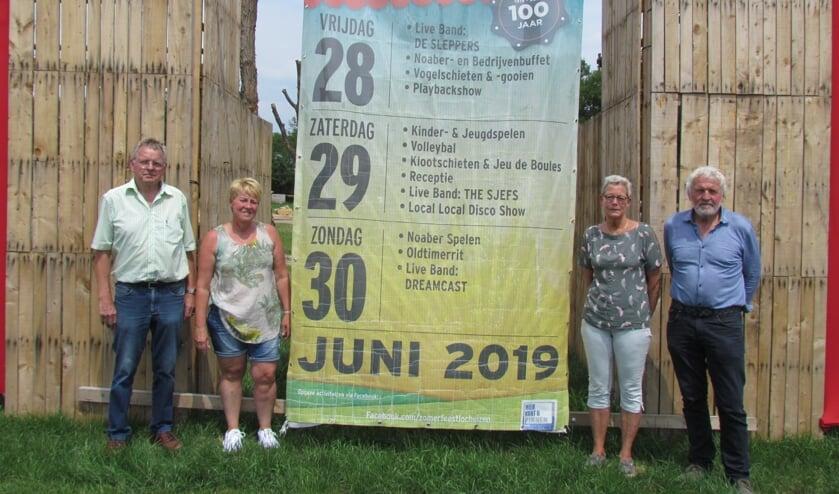 De jubileumcommissie van de buurtvereniging Lochuizen. Foto: Rob Stevens
