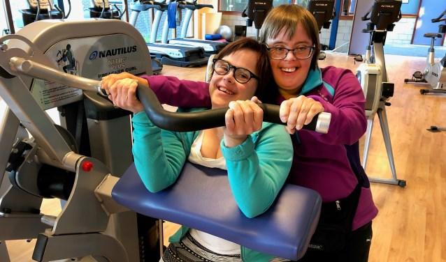 Tenny van der Voorn en Joyce van Eldik trainen voor de Achterhoekse Unieke Spelen. Foto: Miriam Szalata