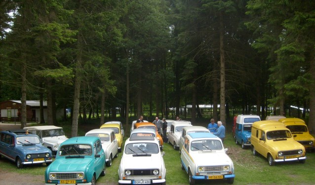 De Renault 4 club tijdens een eerdere bijeenkomst. Foto: Matthieu Notten
