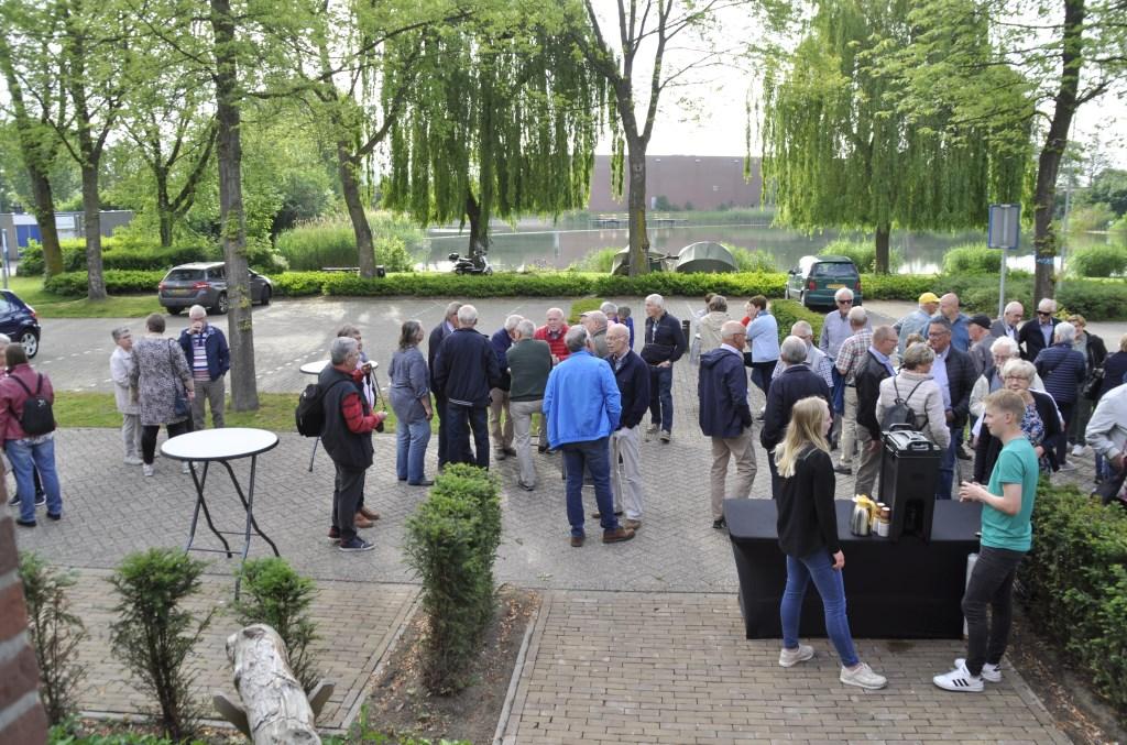 Wachten op de bussen. Foto: PR  © Achterhoek Nieuws b.v.