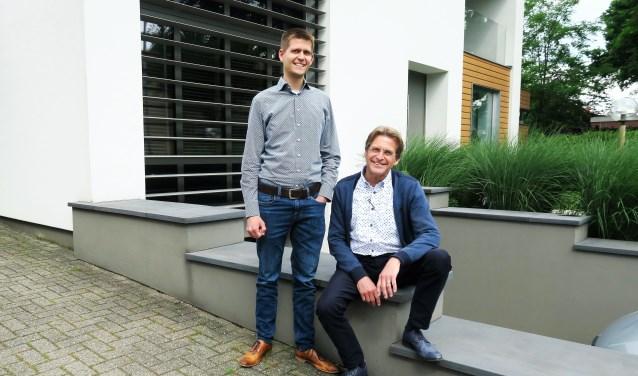 Staand zoon Bert en zittend vader Herman van der Heijden. Foto: Theo Huijskes