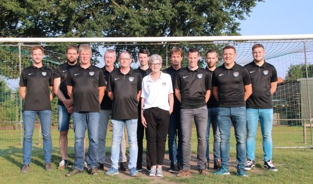 Het nieuwe bestuur van HMC '17 met in het midden voorzitter Maja Visschers. Foto: PR HMC '17