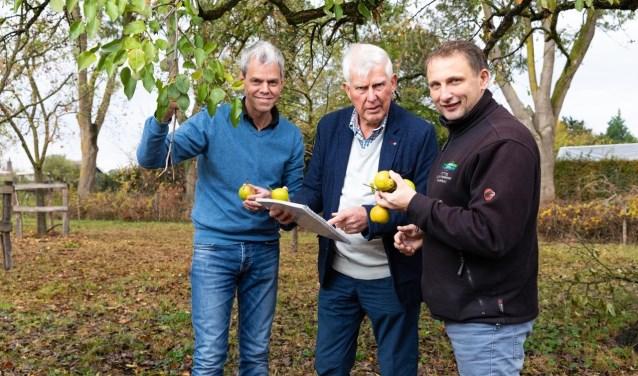Vlnr. Maurits Steverink (Kenniscentrum Nelles), Hennie Rossel en Sander Nijhuis (SLG). Foto: Ivo Hutten