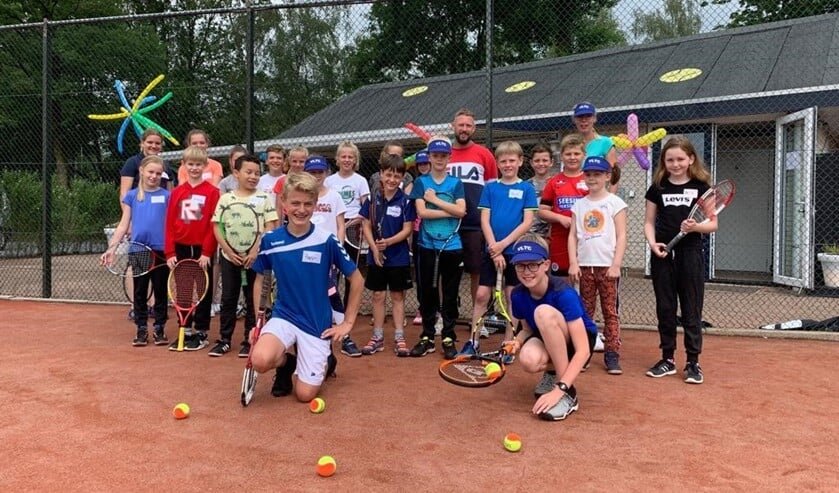De jeugd volgde de tennisclinic met veel plezier. Foto: PR