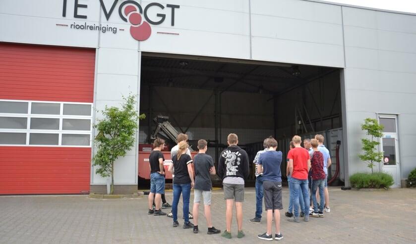 Vmbo-leerlingen van Marianum op bezoek bij Te Vogt Riooltechniek. Foto: Bianca Braam-Selten