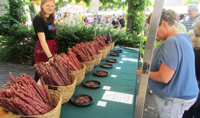Slagerij de Schelfer verkocht droge metworsten op de streekproductenmarkt. Foto: Bernhard Harfsterkamp