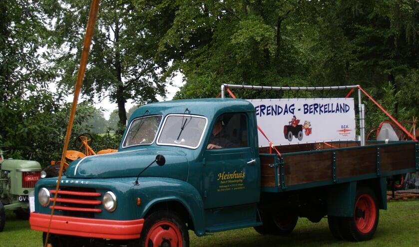 De organisatie roept bezitters van oldtimers op om mee te rijden. Foto: PR