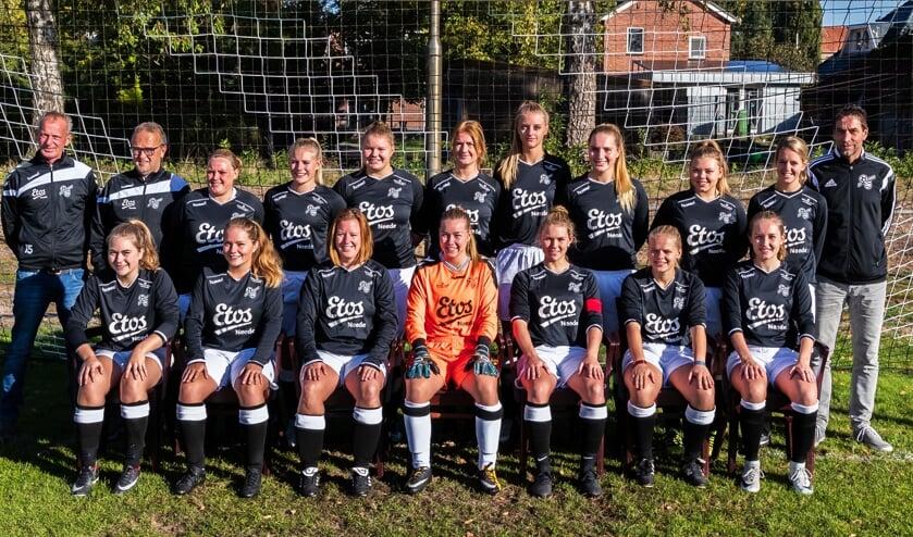 Het Vrouwen-1-elftal van Sportclub Neede. Foto: Marcel ter Bals