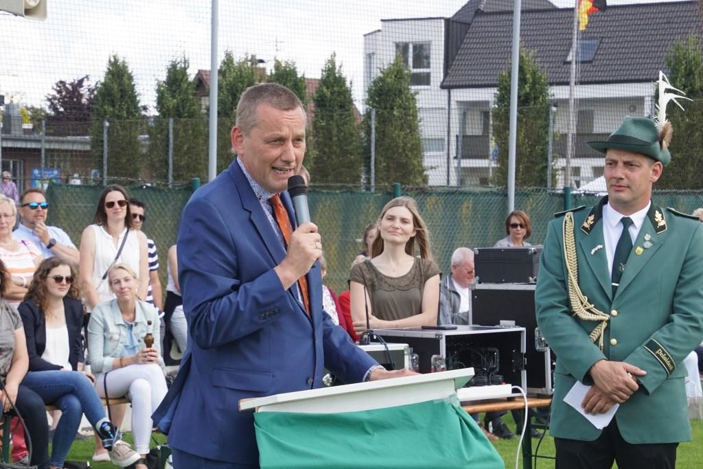 Ook burgemeester Stapelkamp was present. Foto: Frank Vinkenvleugel  © Achterhoek Nieuws b.v.
